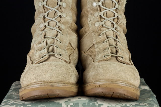 Army-comabat-boots-on-an-army-uniform-vetran-hiring-employing-large